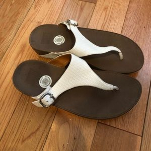Fitflop sz9 white leather wedge thong sandals